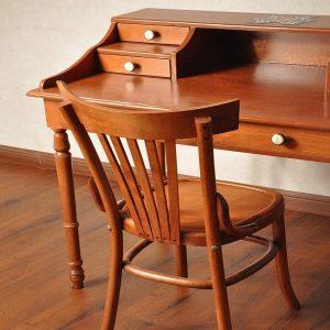 صندلی چوبی مطالعه